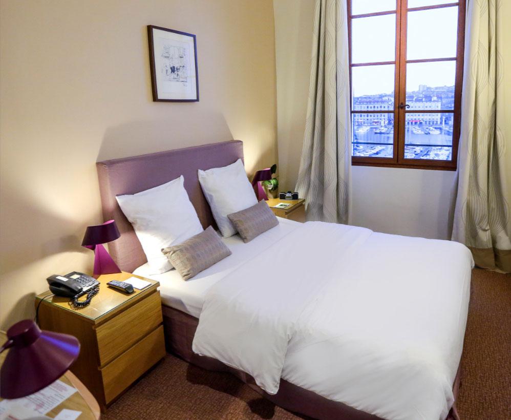 Chambres hotel cologique belle vue vieux port marseille for Marseille chambre
