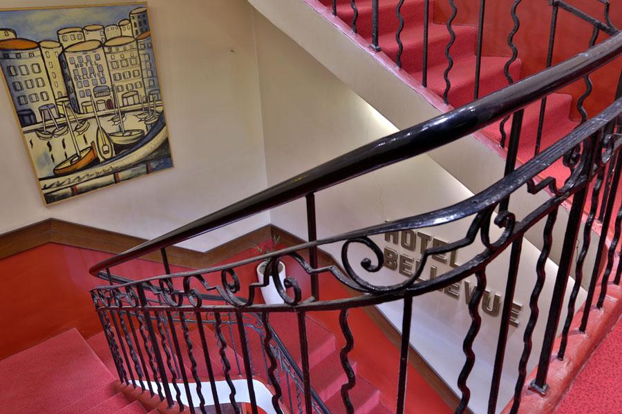 Escalier class de l hotel belle vue marseille hotel for Escalier helicoidale marseille